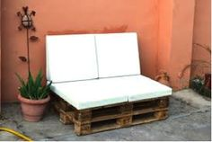 Cojines para #palets en el jardín Bench, Storage, Furniture, Home Decor, Ideas, Pallets, Recycled Wood, Plastic Crates, Throw Pillows