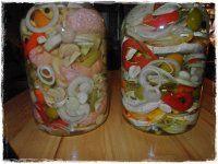 NAKLÁDANÝ HERMELÍN-UTOPENCI Mason Jars, Foods, Food Food, Food Items, Mason Jar, Jars