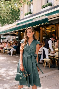 A Sunday in Saint Germain, Paris - Gal Meets Glam - Sommer Kleider - Blusa Feminina Short Beach Dresses, Summer Dresses, Modest Fashion, Fashion Dresses, Skirt Fashion, Latest Fashion For Women, Womens Fashion, Fashion 2018, Paris Fashion