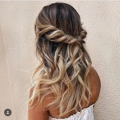 Hair Ideas For The Ladies.Recommendations for amazing looking hair. An individual's hair is undoubtedly just what can define you as an individual. To numerous men and women it is usually vital to have a very good hair do. Hairstyle In Girls. Prom Hairstyles For Short Hair, Party Hairstyles, Down Hairstyles, Braided Hairstyles, Ladies Hairstyles, Bridesmaid Hairstyles, Dance Hairstyles, Everyday Hairstyles, Trendy Hairstyles