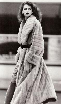 Chloé Spring 1993 Model: Linda Evangelista