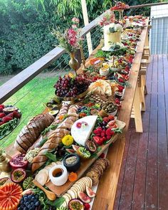 63 Trendy Ideas For Fruit Platter Rustic Cheese Trays Cheese Platters, Food Platters, Food Buffet, Rustic Platters, Charcuterie And Cheese Board, Cheese Boards, Grazing Tables, Snacks Für Party, Party Appetizers