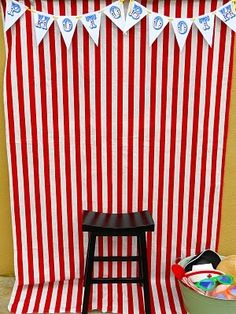 DIY - Party Photo Booth and Props. What a fun idea for a party! Circus Carnival Party, Circus Theme Party, Carnival Birthday Parties, Circus Birthday, First Birthday Parties, Birthday Party Themes, Birthday Ideas, Circus Theme Decorations, School Carnival
