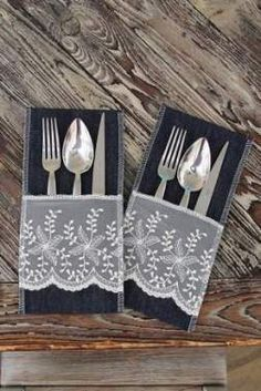 Sada 2 vrecúšok na príbory Mode, tmavomodré s čipkou Diy Arts And Crafts, Xmas Crafts, Crafts To Sell, Home Crafts, Sewing Room Storage, Sewing Rooms, Cutlery Holder, Napkin Folding, Sewing Table