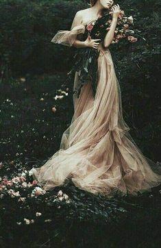 Fantasy Photography, Fashion Photography, Images Esthétiques, Princess Aesthetic, Portrait, Ideias Fashion, Fine Art, Wedding Dresses, Pretty