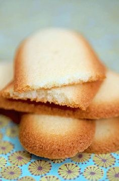 Low FODMAP Recipe and Gluten Free Recipe - Langues de chat biscuits http://www.ibs-health.com/low_fodmap_langue_de_chat_biscuits.html