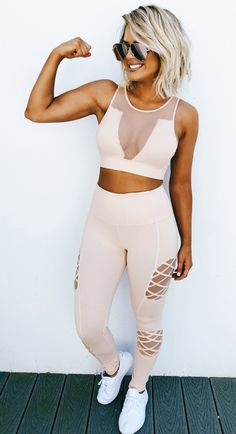 17f254b99a7d3 Loving this two piece fitness set. This color is to die for! Gym Outfit