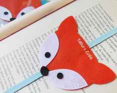Easy DIY Felt Bird Paperclip Bookmark - This cute DIY felt bookmark is shaped like a bird and it's effortless to make. This is the perfect springtime gift for book lovers. Felt Crafts Diy, Felt Diy, Diy Arts And Crafts, Cute Crafts, Crafts For Kids, Bookmarks Diy Kids, Paperclip Bookmarks, Diy Simple, Easy Diy