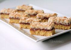 Sú dva druhy tak ako laskonky. Jedny sú s kokosovým snehom a druhé sa robia s orechami. Tento recept na kokosové londýnske rezy mám od mojej sestry, ktorá nám ich piekla každé sviatky. Recept je veľmi jednoduchý a ja sama som ho vyskúšala niekedy v puberte. Plech: vnútorná strana 24x38 cm s vyšším okrajom Sweet Desserts, Sweet Recipes, Cookie Recipes, Dessert Recipes, Czech Recipes, Waffle Iron, Food Photo, Baked Goods, Sweet Tooth