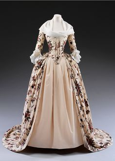 Dress (robe à  l'anglaise), about 1785, Dutch Republic (now the Netherlands), mordant  and resist-dyed cotton. Museum no. IM.39-1934, © Victoria and Albert  Museum, London