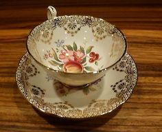 Superb vintage porcelain english tea cup / saucer set - Paragon China ca. 1960 by Divonsir Borges