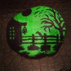 #stone #stonepainting #lights #vsco #vscocam #vscogood #instagood #instamood #instadaily #stonepaintingbysenem #datça #palamutbükü #datçastones #silhouette #crow #night #green #greennight #taş #taşboyama
