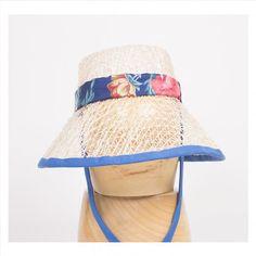Sombrero de playa. Realizado con sinamay trenzado y cinta decorativa  floral. www.aderezatucabeza.com. Lidia Falcón d281f77493b