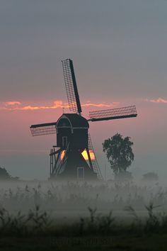 Morning mill - Herwijnen, The Netherlands