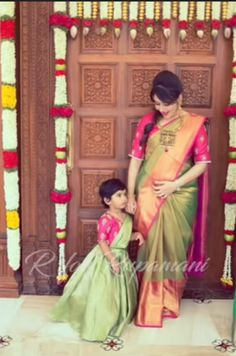Mother daughter matching outfits ideas for wedding season - Indian Fashion Ideas Mom Daughter Matching Dresses, Mom And Baby Dresses, Dresses Kids Girl, Mother Daughter Fashion, Mother Daughters, Kids Lehenga, Bollywood, Family Outfits, Saree Wedding
