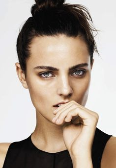 Fresh, natural look. Love those brows!