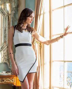 Gal Gadot Varsano is an Israeli actress and model. Beautiful Celebrities, Beautiful Actresses, Beautiful Women, Simply Beautiful, Gal Gardot, Mode Rock, Gal Gadot Wonder Woman, Woman Crush, Bodycon Dress