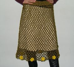 fusta crosetata cu floricele galbene