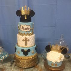 """""""One of my favorite cakes ever... Lol I might be a little bias since I'm a Disney lover!!! Lol #mickeyprincecake #princemickey…"""""""