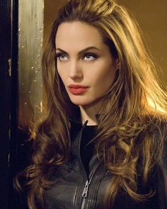 Angelina Jolie beauty images - Page 13 of 26 - Celebrity Style and Fashion Trends Angelina Jolie Fotos, Angelina Joile, Angelina Jolie Pictures, Beautiful Celebrities, Most Beautiful Women, Celebrity Makeup, Celebrity Style, Glamour, Hollywood Actresses