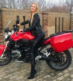 Motorbike Girl, Motorcycle Outfit, Lady Biker, Biker Girl, Mode Latex, Trucks And Girls, Moto Bike, Cool Motorcycles, Biker Chick