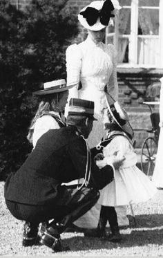 Grand Duchesses Olga and Tatiana with the Empress