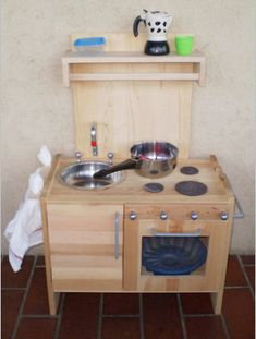 Come realizzare una cucina giocattolo in legno con comodino RAST ...