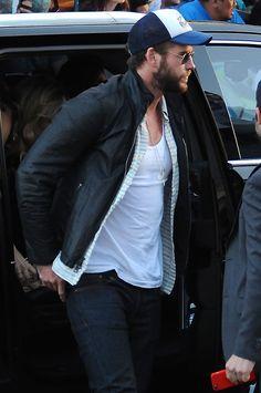 Miley Cyrus, Liam Hemsworth Dating Again: Miley Smooching Her Hunger Games Ex After Patrick Schwarzenegger Break-Up?