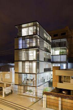 03 98 Building / Espinoza Carvajal Arquitectos03 98 Building / Espinoza Carvajal Arquitectos - © Sebastián Crespo