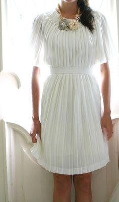 DIY Pleated skirt to pleated dress / PAP saia plissada para vestido plissado Looks Style, Looks Cool, Look Fashion, Diy Fashion, Robe Diy, White Pleated Skirt, White Dress, Do It Yourself Fashion, Diy Dress