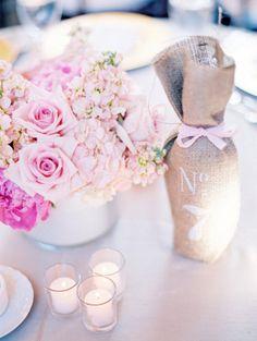 Confesiones de una boda: Números de mesa con botellas de cristal