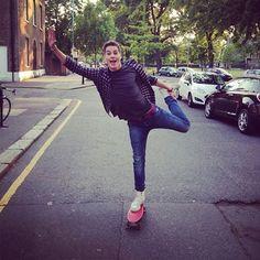 Ballet on a penny board. I freaking love Jack and Finn. Finn Harries, Jack Finn, Jack And Jack, Drake, Penny Skateboard, British Youtubers, Ricky Dillon, Connor Franta, Jc Caylen