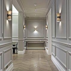 Corredor sofisticado #boiserie #luminaria #piso #decor #homestyle #design #getinspired #radardesign
