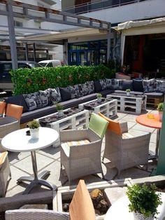 Pallets Furniture Cafe