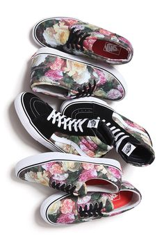 "s-econdhandnews:  v1ce:  cozm:  Supreme x Vans - ""Power, Corruption, Lies""   oh my god these  ASDFGHJKLPLEASE"