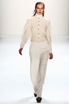 Issever Bahri Fall 2013 Ready-to-Wear Fashion Show