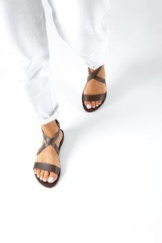Brown Sandals Women Greek Sandals Gladiator SandalsLeather | Etsy Gladiator Sandals Outfit, Boho Sandals, Strappy Shoes, Beautiful Sandals, Summer Flats, Brown Leather Sandals, Ancient Greek Sandals, Etsy, Women