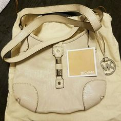 ☆REDUCED ☆ Michael Kors White leather bag. Rarely used and in great condition. This comes with the original dustbag. Michael Kors Bags Crossbody Bags