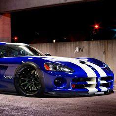 Snake - Dodge Viper  Para saber más sobre los coches no olvides visitar marcasdecoches.org