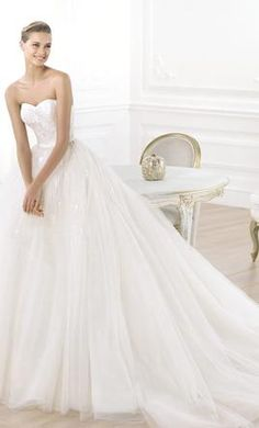 Pronovias Layna, find it on PreOwnedWeddingDresses.com