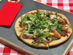 Caramelised Onion, Fig & Gorgonzola Pizza from Master Chef Australia Perfect Pizza, Good Pizza, Master Chef, Pizza Tarts, Pizza Pizza, Gorgonzola Pizza, Masterchef Recipes, Dessert Original, Healthy Pizza