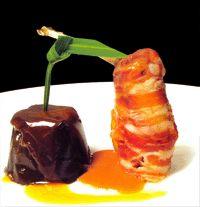 Muslo de faisán a baja temperatura envuelto en tocino ahumado con terrina de berenjenas - Cocina extremeña. Gastronomía de Extremadura - RedExtremadura.com