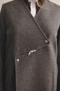 Необычная застёжка пальто