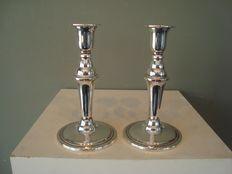 1. Twee zilveren kandelaars, Noorwegen, ca 1920
