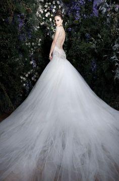 Striking and elegant wedding dress.