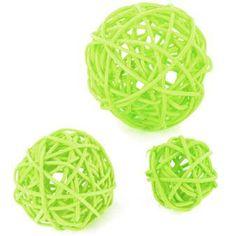 Cet assortiment comprend 10 boules de rotin de la même couleur, mais de 3 tailles différentes.