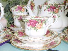 english tea sets | ... Treasures from English Garden: Royal Albert Old Country Rose Tea Set