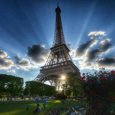 Earth Pics (@Earth_Pics) | Twitter  The Eiffel Tower in all its glory - Alaa Othman