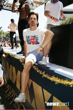 maolmi:  (со страницы Matt Bomer seen at Magic Mike XXL float at 2015 LA Pride Parade on Sunday, June 14, 2015, in West Hollywood, CA. (Photo by Eric Charbonneau/Invision for Warner Bros./AP Images))