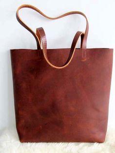 Schön, robust, braun Leder Tote. Diese Tasche ist so klassisch und einfach, dass es von jedermann getragen werden kann. Eine intelligente und funktionale